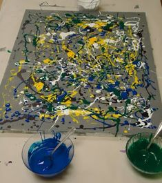 Pollock-Inspired Drip Painting How to do it with 30 kids? Group Art Projects, Preschool Art Projects, Preschool Art Activities, Preschool Arts And Crafts, Painting Activities, Action Painting, Drip Painting, Artists For Kids, Art For Kids