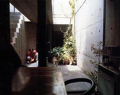 Ananas à Miami: Row House (Azuma House) 住吉の長屋 by Tadao Ando 安藤忠雄 Tadao Ando, Casa Azuma, Casa Farnsworth, Asian House, Patio Central, Zen Garden Design, Japanese Modern, Patio Interior, Interior Design