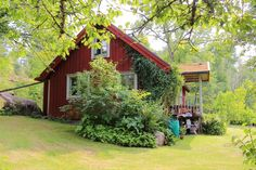 Gård, Kisa, Högstorp, Kisa Swedish Cottage, Red Cottage, Swedish House, Scandinavian Garden, I Coming Home, House In Nature, Fun Places To Go, Land, Nordic Style