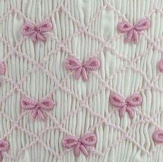 Baby Girls Dresses Bow Smocked Dress + Matching Bloomers by indy Smocking Baby, Smocking Plates, Smocking Patterns, Sewing Patterns, Embroidery Stitches, Embroidery Patterns, Hand Embroidery, Textile Manipulation, Punto Smok