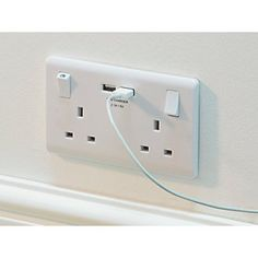 LAP 13A SP 2-Gang Switched Socket & USB Charger Port White | Switches & Sockets | Screwfix.com