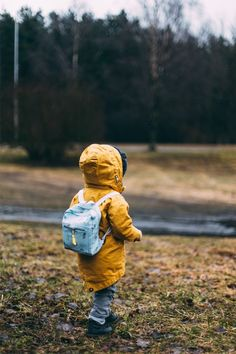 Survival backpacks are must haves for any prepper or emergency planning. Check out how to set up a survival backpack for every member of your family. Baby Sitting, Preschool Prep, Montessori Preschool, Tommy Lee Jones, Strong Willed Child, Survival Backpack, Whatsapp Dp Images, School Routines, School Readiness