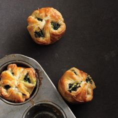 Puff pastry with spinach and feta, easy spanikopita.