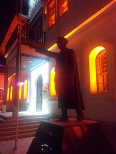 Askeri kışla Atatürk anıtı
