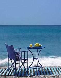 Book me a table for breakfast by the sea! Coastal Style, Coastal Living, I Love The Beach, Beach Day, Blue Beach, Beautiful Beaches, Decks, Summer Time, Summer Days
