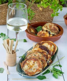 Tapas from aubergines with cheese - Betty& Kitchen – Recipes & Food Photography These fried aubergines with cheese are a great - No Dairy Recipes, Vegetarian Recipes, Healthy Recipes, Clean Eating Diet, Clean Eating Recipes, Quesadillas, Vegetable Soup Healthy, Vegan Fish, Easy Cooking