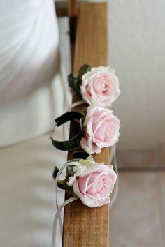 Photo de bracelets floraux by Actuel Flors. Beautiful wedding. #wedding #mariage #fleurs