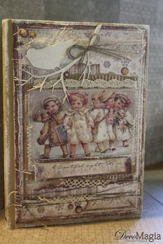 A perfect christmas book with scrapbooking, chipboards, lace and decoupage! Christmas Books, Christmas Ideas, Book Boxes, Mini Albums Scrap, Tole Painting, Book Crafts, Baby Cards, Scrapbooks, Decoupage