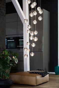Inondé de lumière naturelle avec un design minimaliste et élégant, ce loft à Berlin est la quintessence d'un appartement moderne et urbain. L'appartement e