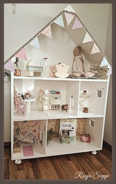 Dollhouse/shelving