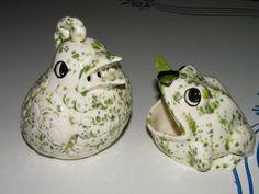 2 pc Beautiful Vintage Baking Soda Bird and Frog Sponge Ceramic Speckled GREEN