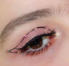 Pink make up Creative Eye Makeup, Eye Makeup Art, Cute Makeup, Pretty Makeup, Hair Makeup, Doll Eye Makeup, Makeup Goals, Makeup Inspo, Makeup Inspiration