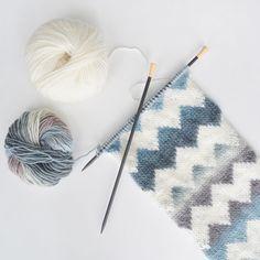 "6,585 likerklikk, 81 kommentarer – Knit Picks (@knit_picks) på Instagram: ""Oh variegated yarn! How we ❤️ you. The Laila Peak Cowl in Chroma Worsted in Sandpiper and Natural,…"""