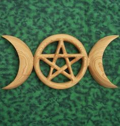 ☆ Triple Moon Pentacle Celtic Goddess Symbol and Holistic Relationship - MEANING: The Phases of the Moon represent the three aspects of the Goddess and the phases of the Life of Women: Waxing for The Maiden; Full for The Mother; Waning for The Crone.   The Pentacle expresses the holistic relationship between human spirituality and the physical universe .:¦:. Etsy Shop: Signsofspirit ☆