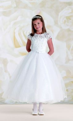 First Communion dresses in the Joan Calabrese Collection by Mon Cheri are available in ball gown, fit and flare, or A-line dress styles. Featuring traditional white dresses with sleeveless or short-sleeved options. Designer First Communion Dresses, Girls Designer Dresses, Girls Communion Dresses, Baptism Dress, Première Communion, First Holy Communion, White Flower Girl Dresses, Little Girl Dresses, Flower Girls