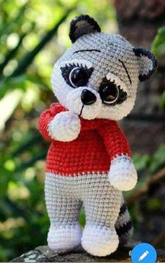 Beau Crochet, Crochet Geek, Crochet Patterns Amigurumi, Crochet Dolls, Creation Crafts, Wooden Baby Toys, Crochet Faces, Toddler Gifts, Toddler Toys