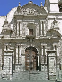 """Plaza e Iglesia de la Compañía de Arequipa, en litografía del siglo XIX.   Coordenadas: 16°23'59.69""""S 71°32'11.46""""W (templo) 16°23'59.8..."""
