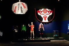 Japanese styles, such as the kanji cloak, inspired the looks for the Aladdin Sane tour.