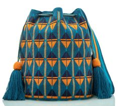 Exclusive SUSU Accessories collection Cross-body BUCKET Bags, handknitted by the most talented artisans of the Wayuu ethnicity in Colombia. Mochila Crochet, Macrame Purse, Tapestry Crochet, Crochet Handbags, Loom Patterns, Loom Beading, Winter Collection, Fashion Bags, Hand Knitting