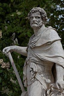 Petites histoires des Pyrénées-Orientales: Droit de passage (Statue d'Hannibal par Sébastien Slodtz)