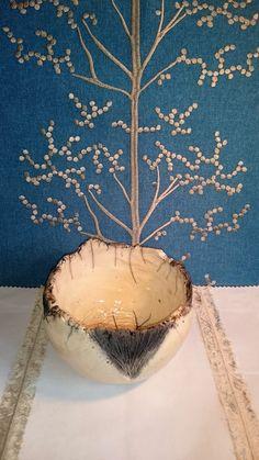 bol en céramique raku blanche , strie en enfumage noir