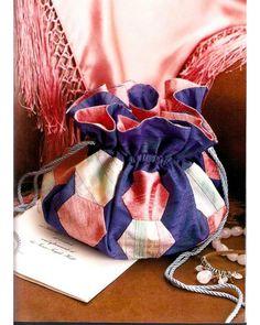 25 patchwork purses, totes, and bags. DIY tutorial. Harlequin drawstring bag. Сумки, косметички, кошельки в технике квилтинг