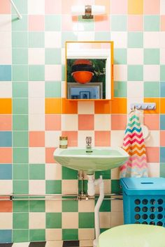 of the most beautiful bold bathrooms! – The Style Index These bathroom designs really take bathroom interior design to a whole new level and we are in love with them all! These bold tiles, unique patterns and beautiful fittings really pull these looks Aqua Bathroom, Cream Bathroom, Bohemian Bathroom, Nautical Bathrooms, Bathroom Wallpaper, Colorful Bathroom, Retro Bathrooms, Retro Bathroom Decor, Paris Bathroom