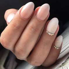 Foto - Wedding Everything! Bride Nails, Prom Nails, Wedding Nails, Glitter Nails, Fun Nails, Pretty Nails, Nail Art Strass, Nail Drawing, Bridal Nail Art