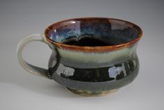 rim dipped, then turned around, dipped from bottom up, and then again in darker color Pottery Mugs, Pottery Bowls, Ceramic Pottery, Pottery Ideas, Ceramic Cups, Ceramic Art, Sculpture Clay, Sculptures, Green Mugs