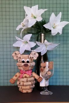 Utilized Beer Corks for to buy online to be utilized for work tasks like grape cork wreaths, connect timber sheets, marriage event prefers and even more. Wine Craft, Wine Cork Crafts, Wine Cork Birdhouse, Wine Cork Ornaments, Wine Cork Projects, Cork Wreath, Wine Cork Art, Recycled Wine Corks, Bear Decor
