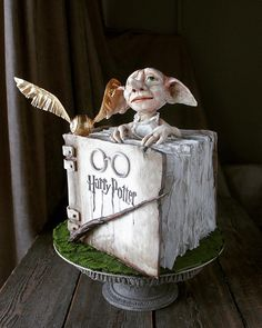 best cake ever Harry Potter Desserts, Harry Potter Theme, Gorgeous Cakes, Amazing Cakes, Artist Cake, Harry Potter Painting, Harry Potter Birthday Cake, Movie Cakes, Best Cake Ever