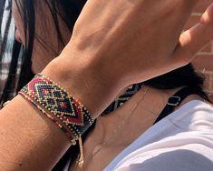 Bead Embroidery Jewelry, Beaded Embroidery, Diy Beaded Bracelets, Crochet Motif, Bead Weaving, Jewerly, Handmade Jewelry, Diy And Crafts, Beads