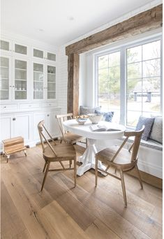 Comb through 12 of the best white round dining tables that are desingers' favorites, a range of budgets and are great additions to all kinds of kitchens. White Round Kitchen Table, Round Marble Table, White Marble Kitchen, White Dining Table, Pedestal Dining Table, Dining Nook, Kitchen Dining, Kitchen Decor, Expandable Dining Table