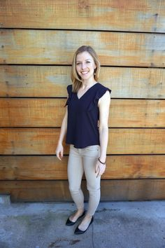 Woman wearing skinny pants and casual top for tech casual on http://skirttheceiling.com