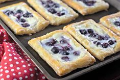 Lemon Blueberry Cream Cheese Danish - Saving Dollars & Sense These Homemade Lemon Blueberry Cream Cheese danishes are pretty simple to make. The finished pastries are drizzled with frosting. Best Blueberry Recipe, Blueberry Ice Cream, Blueberry Desserts, Baking Desserts, Health Desserts, Puff Pastry Recipes, Cream Cheese Recipes, Homemade Danish Recipe, Blueberry Season