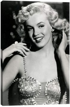 The most celebrated of all actresses, Marilyn Monroe was born Norma Jeane Mortenson on Tuesday, June in Los Angeles General . Joven Marilyn Monroe, Fotos Marilyn Monroe, Marilyn Monroe Artwork, Vintage Rock, Brigitte Bardot, Vintage Glamour, Vintage Beauty, Vintage Ladies, Hollywood Glamour