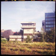 a piece of berlin is gone IIIhttp://www.piecesofberlin.com/piecesofberlin/a-piece-of-berlin-is-gone-iii/