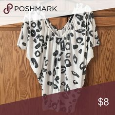 Printed White Top Flowy top, never been worn, still has tag paper tee Tops Flowy Tops, White Tops, Paper, Prints, Best Deals, Tee, White Strappy Tops, White Tee Shirts, T Shirt
