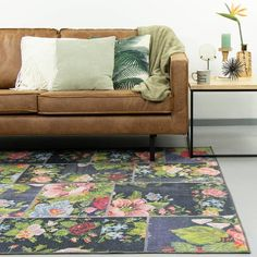 Patchwork Rozenkelim vloerkleed - Rosa Red - Volero Rosa Pink, Rugs On Carpet, Carpets, Cross Stitch, Couch, Throw Pillows, Bed, Crochet, Room