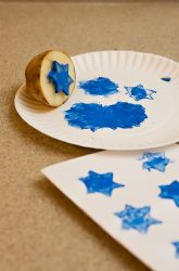 Stamps Craft kid-friendly out of potatoes and paint! Perfect for decorating custom cards and wrapping paper.Craft kid-friendly out of potatoes and paint! Perfect for decorating custom cards and wrapping paper. Hanukkah For Kids, Hanukkah Crafts, Jewish Crafts, Feliz Hanukkah, Hanukkah Decorations, Hannukah, Holiday Crafts, Holiday Fun, Kwanzaa