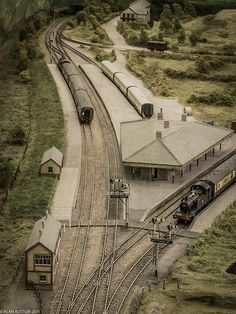 Great track design for the passenger and freight station on Geoff Taylor's Barmouth Junction Layout N Scale Model Trains, Model Train Layouts, Scale Models, Ho Scale Train Layout, Train Ho, Level Design, Train Miniature, Escala Ho, Model Railway Track Plans