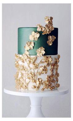 White And Gold Wedding Cake, Pretty Wedding Cakes, Floral Wedding Cakes, Wedding Cake Rustic, Wedding Cakes With Cupcakes, Elegant Wedding Cakes, Wedding Cake Designs, White Gold, Wedding Themes