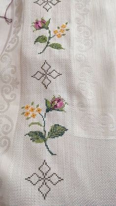 Herb, Hand Embroidery Stitches, Cross Stitch Embroidery, Towels, Drive Way, Punto De Cruz, Dots, Bead Embroidery Patterns