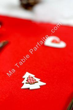 Sujets en bois rouge et blanc Dispo dans Box Déco de Table Noel 2015 http://ick.li/y1MZLG