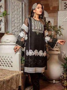 Latest Pakistani Dresses, Latest Pakistani Fashion, Pakistani Fashion Party Wear, Pakistani Designer Suits, Pakistani Dress Design, Pakistani Suits, Party Wear Frocks Designs, Dress Designs, Work Dresses For Women