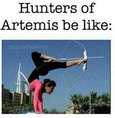 Mientras tanto con las cazadoras...