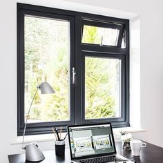 New windows with double glazing will make your home warm, quiet and extra secure. Everest is number one for truly exceptional double glazed windows. Sliding Windows, Casement Windows, Windows And Doors, Sash Windows, Modern Windows, Black Windows, Chassis Pvc, Fenetre Double Vitrage, House Window Design