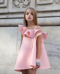 Me encanta moda para niñas si tu eres niña te va a encantar este modelo y lo que sigue aquí !!