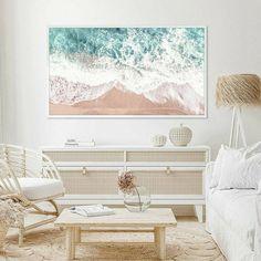 Beach Living Room, Coastal Living Rooms, Home Living Room, Beach Room, Scandinavian Interior Design, Home Interior Design, Tropical Home Decor, Framed Tv, Beach House Decor