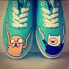 Imagen de adventure time, shoes, and vans Painted Sneakers, Hand Painted Shoes, Custom Sneakers, Custom Shoes, Ballerinas, Adventure Time Shoes, Estilo Geek, Cartoon Shoes, Adveture Time